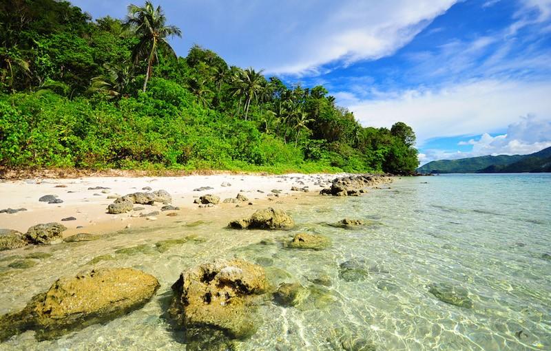 atulayan island camarines sur