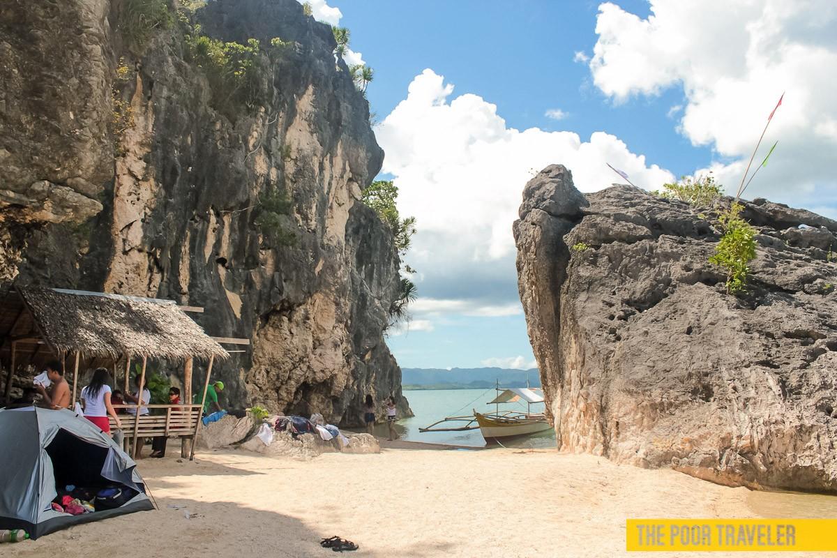 The cliffs of Borawan Beach