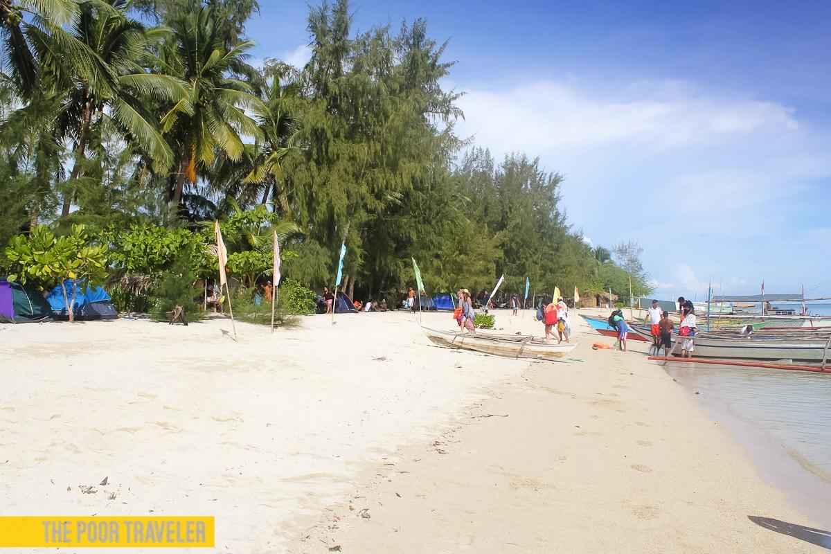 The main beach of Dampalitan Island