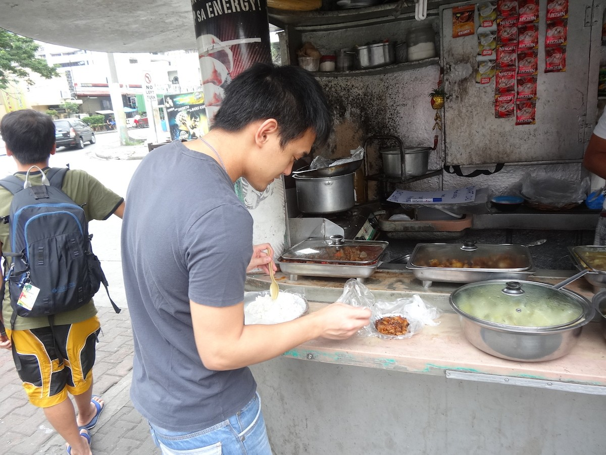 Cheap lunch at a jolly jeep in Makati!