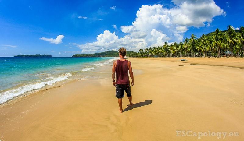 Solo traveling. Nacpan Beach, El Nido.