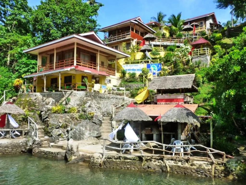 D & A Seaside Cottages